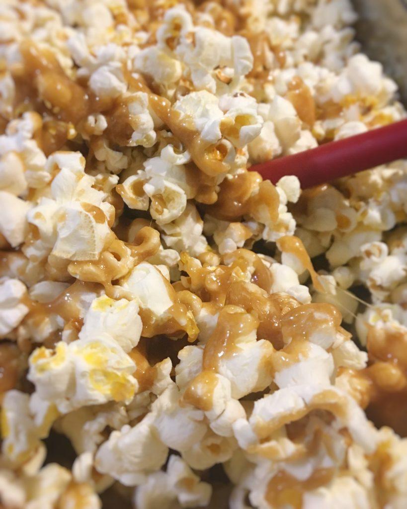 caramel corn, fall, fall snacks, autumn, autumn snacks, popcorn, caramel, homemade caramel corn, vintage snacks, vintage caramel corn, retro popcorn, Presto popcorn popper